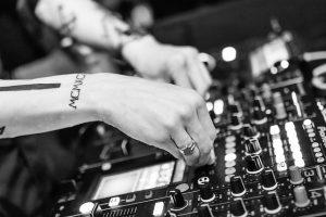בחירת DJ לאירוע